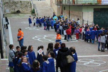 prove di evacuazione da scuola in caso di terremoto